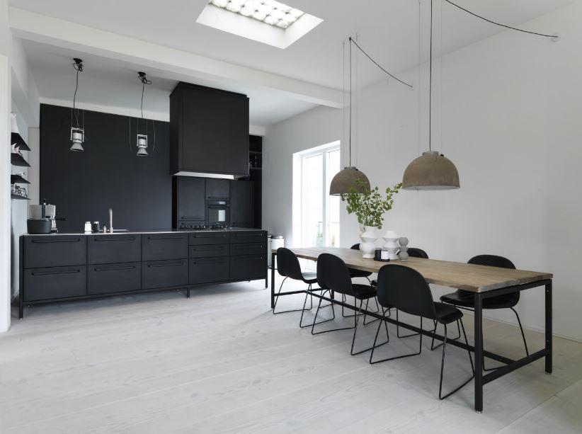 Prachtige Keuken In Donkere Houtkle : Binnenkijken bij: Een prachtig ...