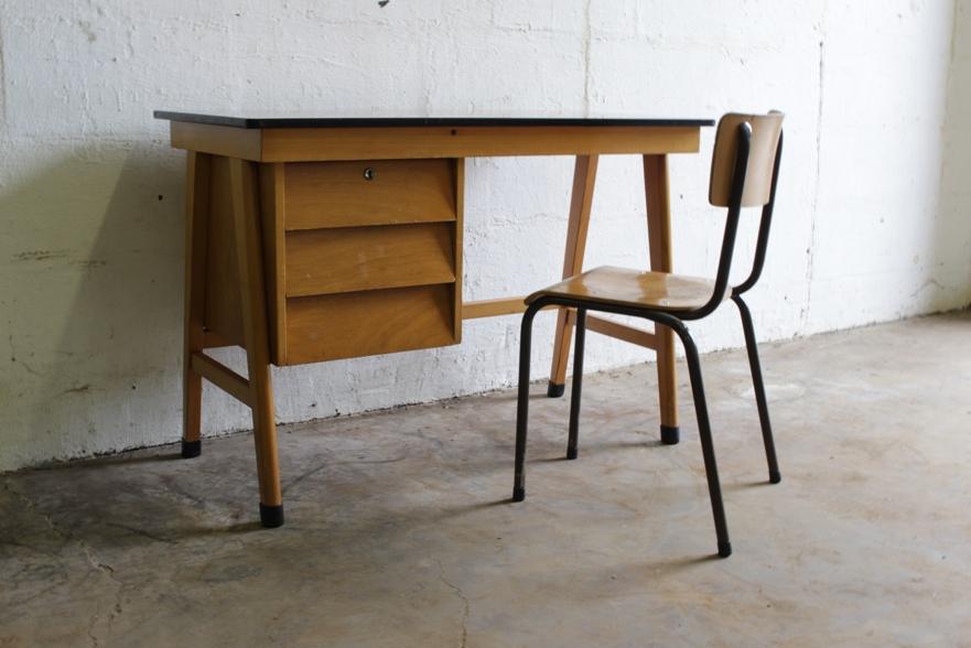 fifties houten bureau met formica