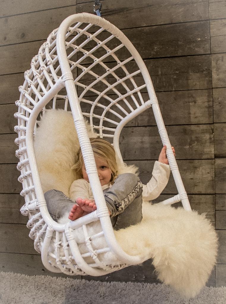 Hangstoel Voor Kinderen.Een Rotan Hangstoel Voor Binnen En Buiten Lifestyle