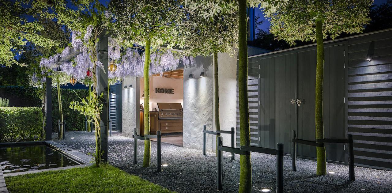 Binnenkijken bij een modern romantische tuin lifestyle wonen for Tuin modern design
