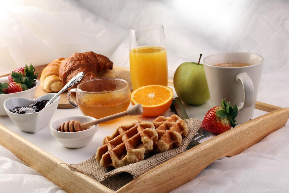 Met deze 5 ideeën is een ontbijt op bed pas echt een feestje